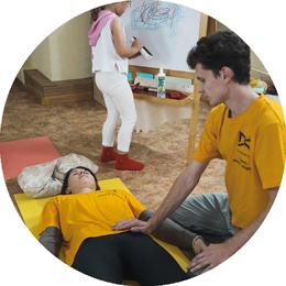 Предлагаем пройти обучение семейному холистическому массажу в Томске в центре умного здоровья 8 перемен.