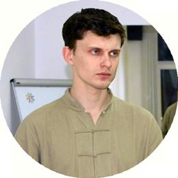 Антон Шабаш, инструктор по китайской гимнастике в центре 8 перемен